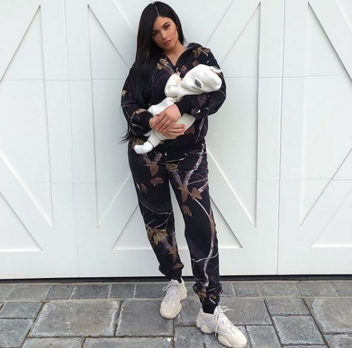 kylie jenner holding her baby
