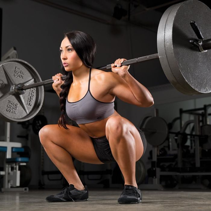 Leanna Carr lifting weights