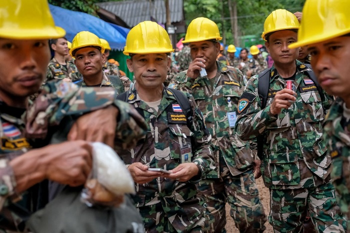 12 lost boys found in thai caves